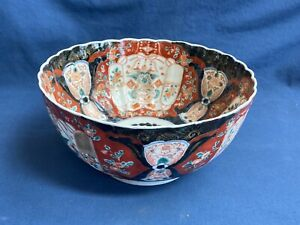 Large Antique Japanese Imari Porcelain Scalloped Rim Bowl