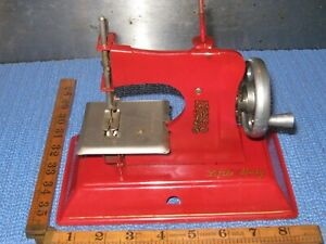 VINTAGE LITTLE BETTY MINATURE SEWING MACHINE TOY GC RED CHILD SEWING