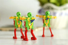 Real Ritzy Child Plastic Clockwork Spring Wind Up Dancing Robot Toys Gift Bld