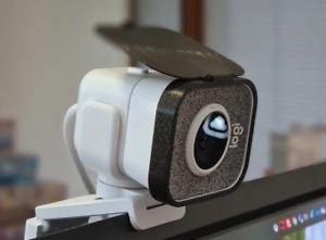 Logitech Streamcam privacy cover - flip up