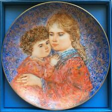 """Edwin Knowles - Edna Hibel Mother's Day Plate 1985 """"Erica and Jamie"""" Coa Booklet"""