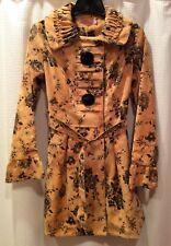 Ladies Coat / NWT Size 2 / Beautiful Detail
