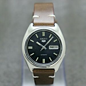 90's Vintage Seiko 5 Automatic Movement 7009-8331 Japan Made Men's Watch.