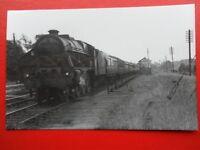PHOTO  LMS ROYAL SCOT (SCOT)  6124 LONDON SCOTTISH AT BRINKLOW 1946 BR 46124