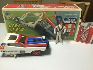 1974 IDEAL EVEL KNIEVEL STUNT AND CRASH CAR SET WITH BOX WITH FIGURE AWESOME