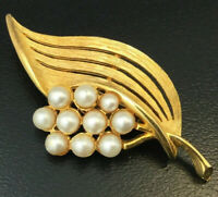 VINTAGE LEAF BROOCH FAUX PEARL ACCENTS GOLD TONE METAL COSTUME JEWELRY