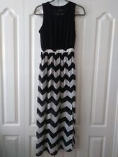 Want and Need Womans Black and White Chevron Sheer Skirt Maxi Dress sz XS