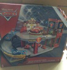 Disney Cars 3-Pistón Taza Racing garaje con Rayo McQueen-Historia conjuntos