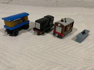 THOMAS THE TRAIN 3 CARS + ACCESSORY JEWELRY CAR #7 MAGNETIC PRETEND PLAY
