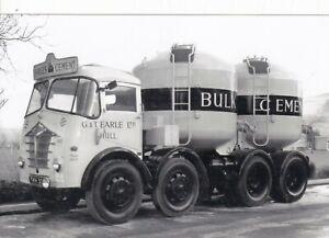 B/W PHOTO: G & T EARLE (HULL) FODEN 8 WHEEL CEMENT BULKER - TKH 30?