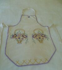 VINTAGE HAND EMBROIDERED FLORAL DESIGN FULL WOMENS APRON EXCELLENT CONDITION