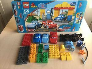 1x LEGO DUPLO veicolo Giallo Nero Finestra Auto Pneumatici grandi dupconcar 31077