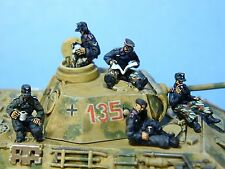 SHQ PP2 1/76 Diecast WWII Tank Crew Relaxing on Tank-Five Figures in M1943 Cap