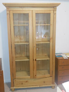 Traditional Style Solid Wood Dining Room Storage Cabinet