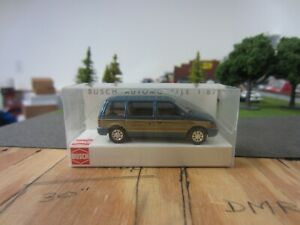 Ho 1/87 Busch Plymouth Voyager Woody in Blue Metallic, #44619  New in Box