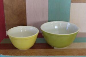 2 Pyrex Dk. Green & Lt. Green Mixing Bowls 401 & 402 1 1/2 Pt. & 1 1/2 Qt.