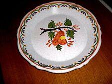 faïence craquelée  BELLE assiette signée   en bon état à  décor de fruit poire!