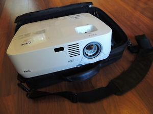NEC NP400 2600 Lumens 500:1 XGA 1024x768 3 LCD Data/Video Projector 871Hrs