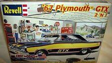 revell 1/25 1967 PLYMOUTH GTX HEMI HARDTOP SEDAN 2n1
