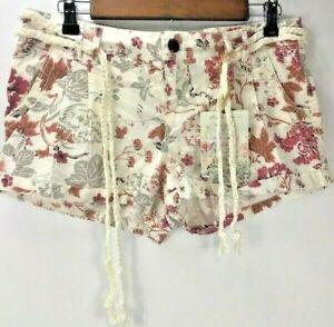 NWT Vanilla Star Womens Juniors Cuffed Lightweight Floral Shorts w/ Belt Cream 9