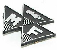 BADGE VORNE SCHWARZ MOTIV MASSEY FERGUSON 35 FE35 TRAKTOR # 828136M1