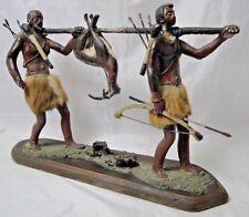 SUJET CHASSEUR HOMME AFRICAIN EN PLATRE 1930 AVEC GIBIER ART POPULAIRE B1790