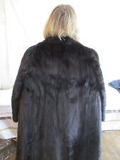 Superbe manteau de fourrure des célèbres fourrures REINER probablement en vison