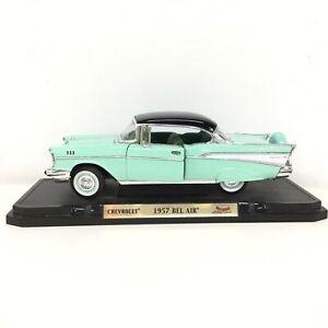 Road Signature 1957 Chevrolet Bel Air 1:18 Diecast Car #563