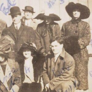Oregon Seaside 1910s Young Women Men 1913 Fashion Traveling to City Photo G133