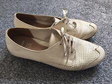 Clarks Henderson Cream Shoes Active Air. 4.5.