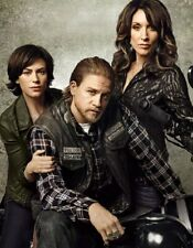 """Katey Sagal and Maggie Siff UNSIGNED 10"""" x 8"""" photo - A469 - Sons of Anarchy"""