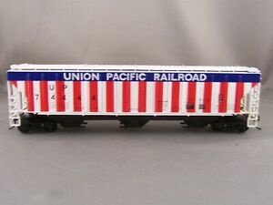 Athearn - Union Pacific - 54' Covered Hopper + Wgt # 74444