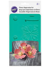 Wilton Petal and Leaf Veiner - Flower Impression Set - 2 Pieces - Sugarflowers