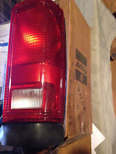 CHRYSLER OE MINIVAN 84-86 Exc. SE, LE, ROYAL Taillight Assy Right 4174898