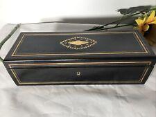 BELLE BOÎTE A GANTS Napoléon III en bois noirci et liserés de laiton.