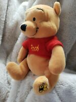 NEW Pooh W/ Bee embroidered on foot Disney Store retired NEW bean bag beanie