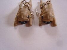 Ohrringe mit hell braunem liegendem Mops Hund  aus Kunststoff 2301