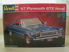 REVELL - (1967) '67 PLYMOUTH HEMI GTX - MODEL KIT (SEALED)