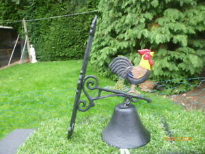 NEW  COCKEREL : ROOSTER / CHICKEN : CAST IRON  BELL : READY DRILLED TO BE HUNG