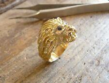 Bague or tête de lion Aslan avec yeux saphir