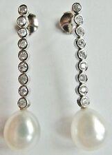 Pendants d'oreilles faits de 2 chutes de diamants 1/2 taille,2 perles de culture