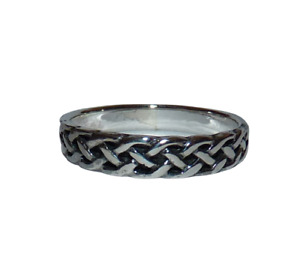 925 Sterling Silver Celtic Ring. Size O.