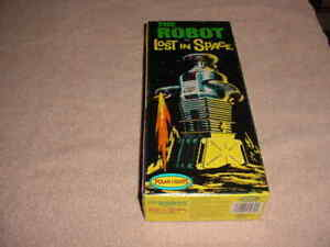 """Polar Lights """"The Robot from Lost In Space"""" Plastic Model Kit # 5030   (NISB)"""