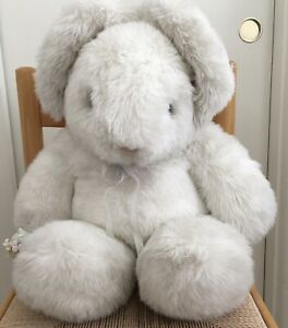 Vintage Gund Collectors Classic 1985 Tender Bunny Hugs Large 18-24 in W/Tag