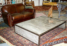 Table basse rectangulaire en fer et bois brut