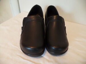 EASY WORK BY EASY STREET VERY NICE BLACK LEATHER SHOES SZ 7 W NWOB