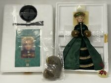 1996 MATTEL PORCELAIN BARBIE SERIES HOLIDAY CAROLER BARBIE #15760 NEW IN BOX