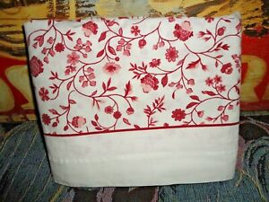 VINTAGE CANNON RED & WHITE COUNTRY CALICO FLORAL (1) TWIN FLAT SHEET 64 X 92