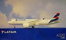 Hogan Wings 1:200 Airbus A320 latam li10758gr + Herpa Wings catálogo
