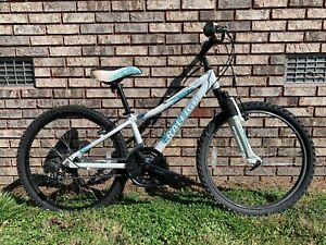 RALEIGH Ivy Mountain Bike 12 in Frame 21 Speed - Low Miles - NICE!!!